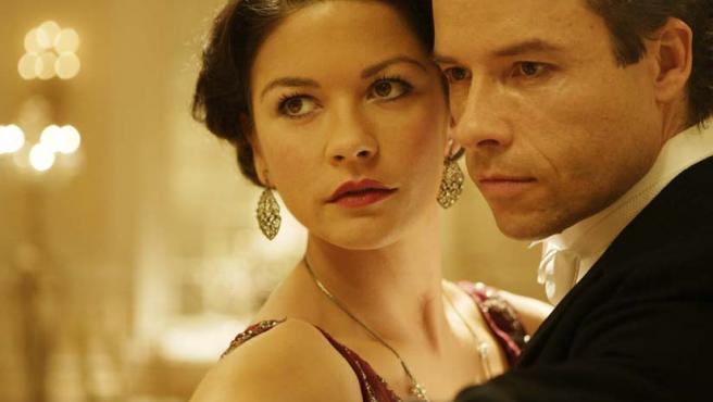 Guy Pearce y Catherine Zeta Jones protagonizan este interludio romántico sobre la vida de Houdini.