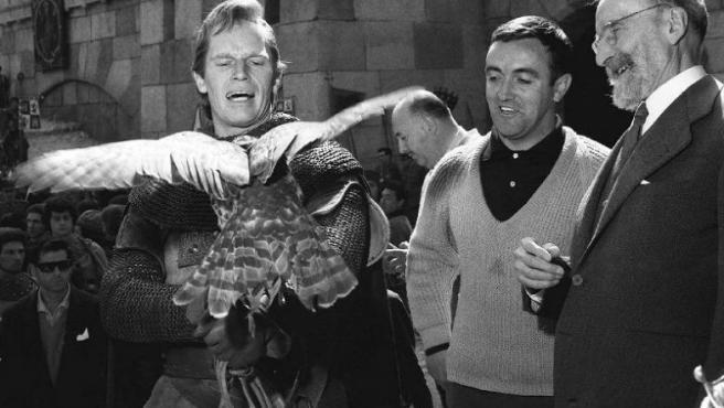 Charlton Heston, junto al naturalista Félix Rodríguez de la Fuente y el filólogo Ramón Menéndez Pidal, durante el rodaje de El Cid en Peñíscola (Castellón).