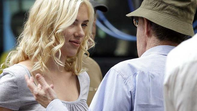 Scarlett Johansson y Woody Allen, durante el rodaje de 'Vicky Cristina Barcelona'.