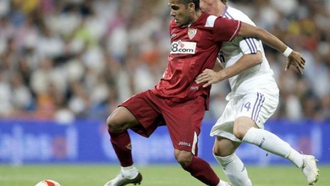 Alves durante la reciente final de la Supercopa contra el Real Madrid (EFE)