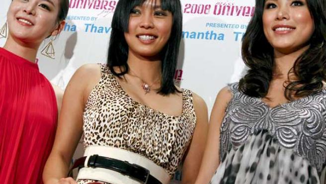 Miss Corea 2007, Miss Japón 2008 y Miss Universo 2007, en Tokio.