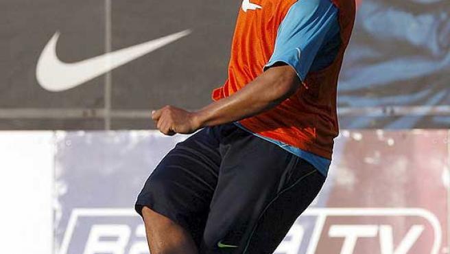Ronaldinho, durante un entrenamiento con el Barcelona. (Efe)