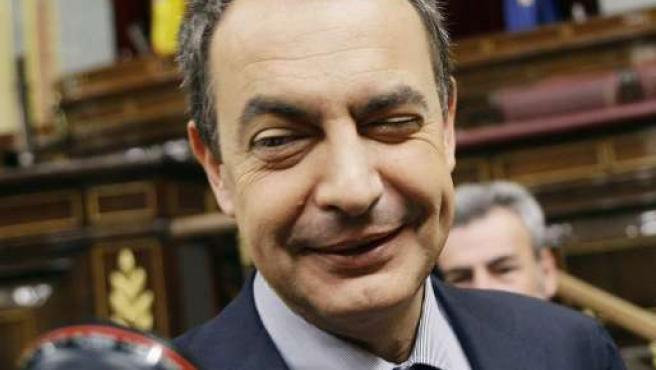 """""""Todo ha ido bien"""", dijo Zapatero a los periodistas después de la votación. (REUTERS/Susana Vera)"""