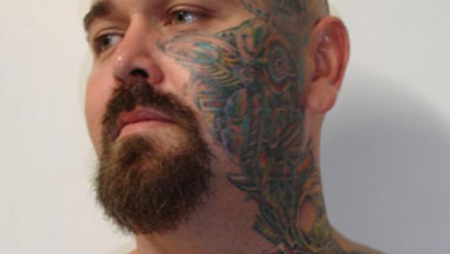 Jason Niebling quiere ser el primer australiano en vender su piel para que le tatúen publicidad (FOTO: NEWS.COM)
