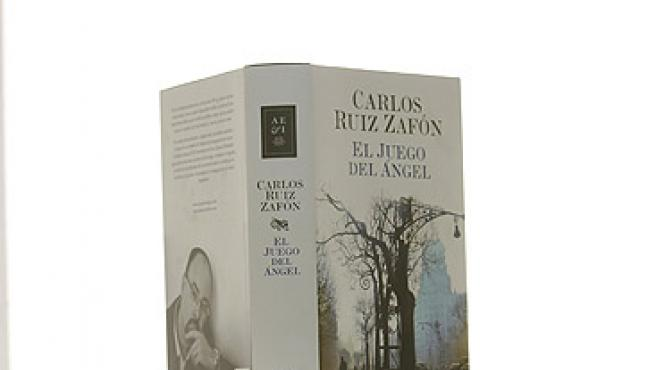 Ejemplar de 'El juego del ángel', de Carlos Ruiz Zafón.