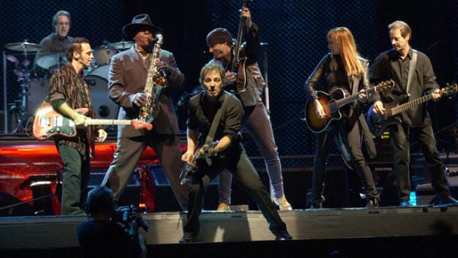 Bruce Springsteen y la E Street Band en un concierto. FOTO: EFE