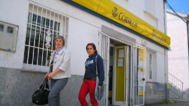 La falta de espacio en esta oficina ha sido denunciada por la Confederación Intersindical Gallega. (FARODEVIGO.COM)