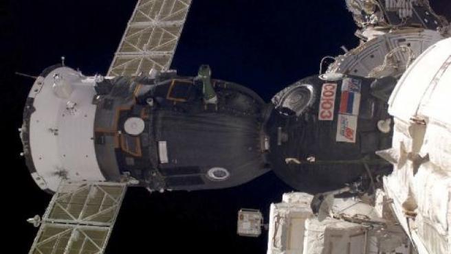 La nave Soyuz acoplada a la Estación Internacional. (ARCHIVO)