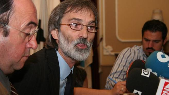 El portavoz socialista en el Ayuntamiento, Rafael Román, y el concejal y vicepresidente de Diputación, Federico Pérez Peralta. M. V.