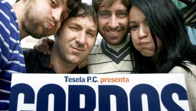 Los actores Raúl Arévalo (i), Antonio de la Torre (2i) y Verónica Sánchez, junto al director Daniel Sánchez Arévalo.