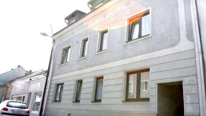 La casa de Amstetten (Austria), donde las autoridades austríacas investigan un supuesto caso de abuso y posible incesto