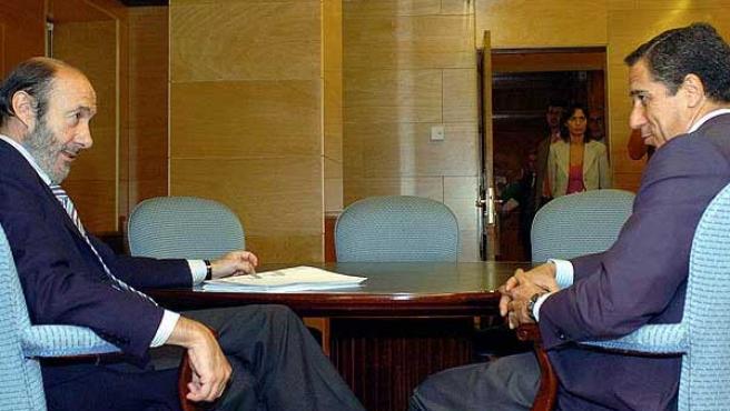 Rubalcaba y Zaplana siempre han presumido de buena relación personal pese a la crispación de la pasada legislatura (AGENCIAS).