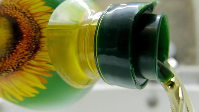 El aceite de girasol procedente de Ucrania contaminado con aceites minerales. (EFE/Lavandeira jr)