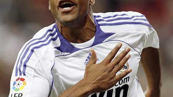 Baptista celebra su gol, que dio la victoria al Real Madrid en el Camp Nou (0-1).