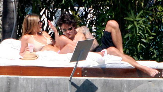 Jennifer Aniston y John Mayer. (Daily Mail)