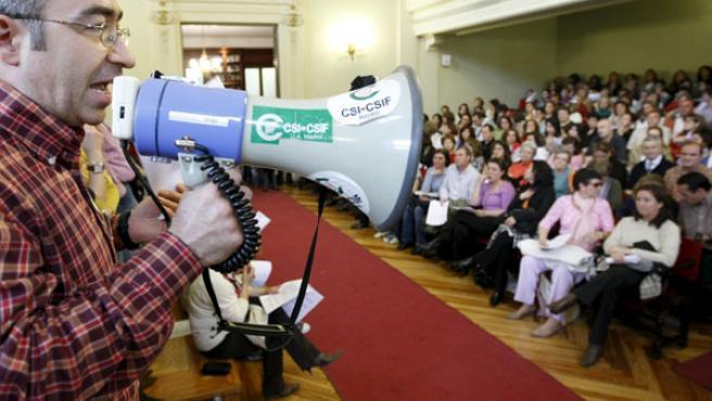 Funcionarios de Justicia en una asamblea en Madrid durante la pasada huelga que paralizó los juzgados (ARCHIVO).