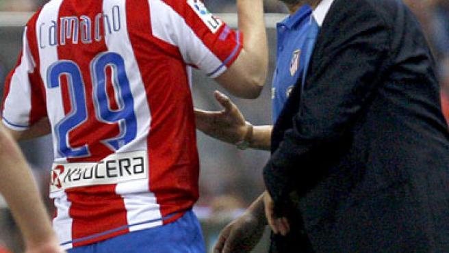 Camacho celebra uno de sus goles ante el Recreativo. (EFE)