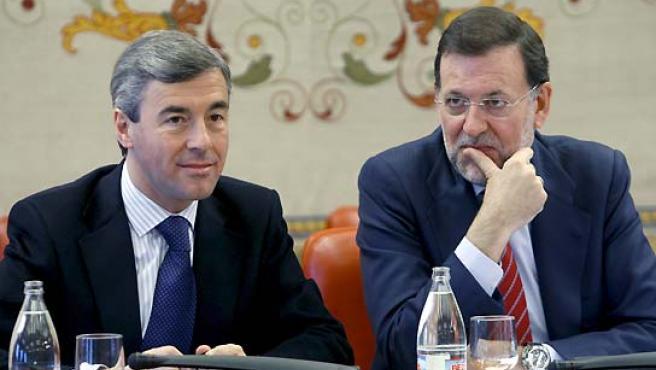 Ángel Acebes y Mariano Rajoy, en una imagen de archivo. (Chema Moya / EFE).
