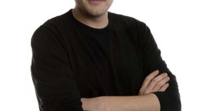 Es guionista y director en 'Muchachada Nui'