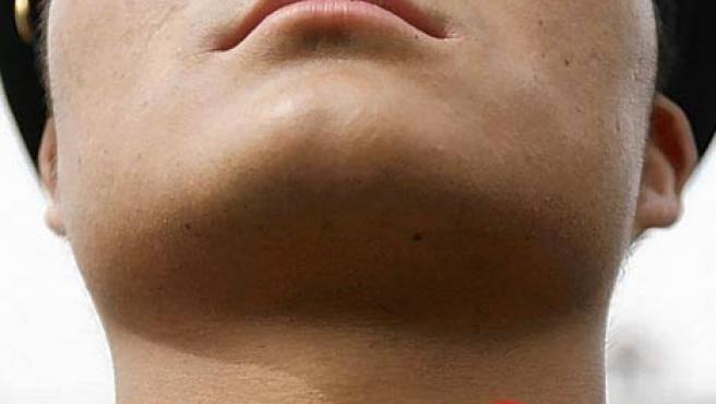 Detalle del cuello de la camisa de un militar. (THE DAILY MAIL)