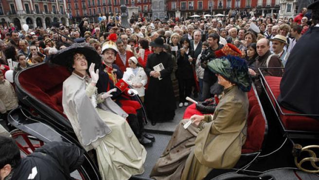Alfonso XIII y su esposa a su llegada a Valladolid.