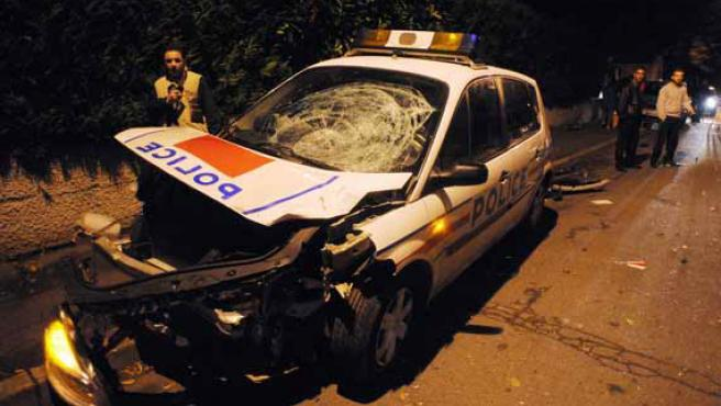 Un coche de la Policía francesa envuelto en un choque (ARCHIVO).