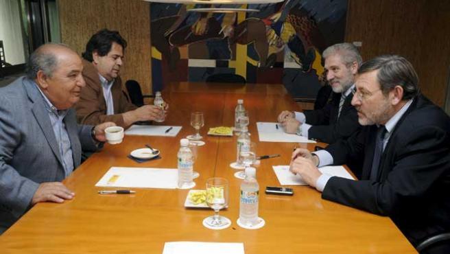 (izda a dcha) Pedro Muñoz, Javier Duarte, Angel Luis López de la Fuente y Jaime Lissavetzky, durante la reunión para abordar el conflicto de la Copa Davis. (EFE)