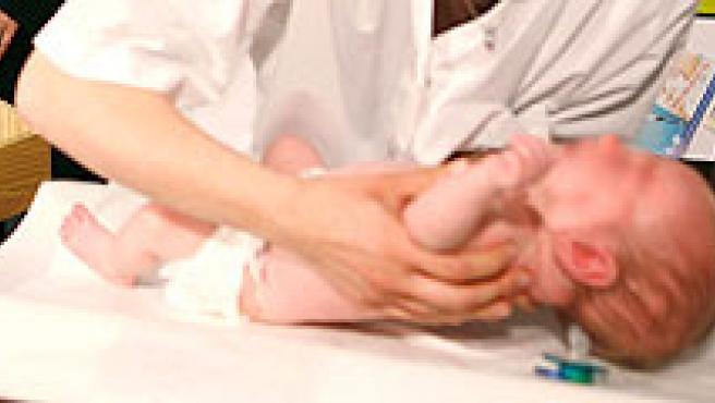 La fertilidad aumenta entre las madres trabajadoras (EFE / REUTERS).