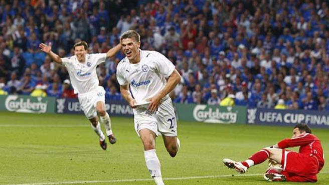 El jugador del Zenit Igor Denisov celebra su gol frente al Rangers.
