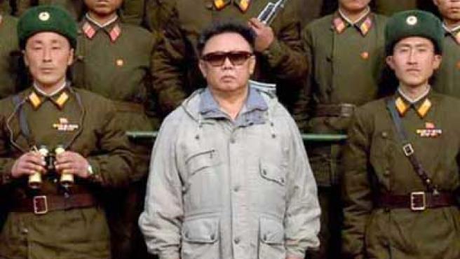 Kim Jong-il junto al ejército. (ARCHIVO)