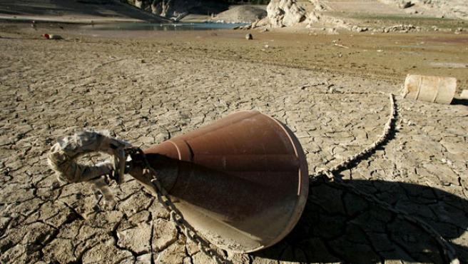 La sequía es uno de los efectos más graves del cambio climático. En la foto, el embalse de Entrepeñas, en Guadalajara (EFE).