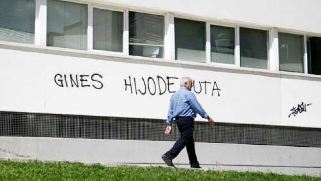 Una pintada contra el jefe de la policía de Coslada.