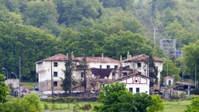 Vista del Cuartel de la Guardia Civil de Legutiano (Alava) tras la explosión. (FOTO: David Aguilar / EFE)