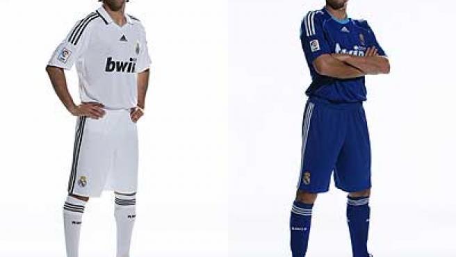 Raúl viste la primera equipación del Real Madrid y Robben, la de reserva.