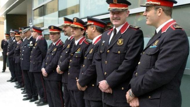 Quieren una Policía Autonómica como las de Cataluña, País Vasco, Galicia o Navarra. En la imagen, Mossos de Escuadra. (ARCHIVO)