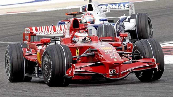 Kimi Raikkonen al volante de su Ferrari F2008.