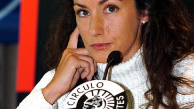 Telma Ortiz en la presentación de un libro en el Círculo de Bellas Artes (2004).