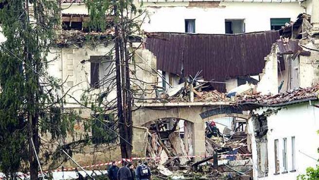 Destrozos ocasionados en el cuartel de la Guardia Civil de Legutiano, Álava. (EFE)