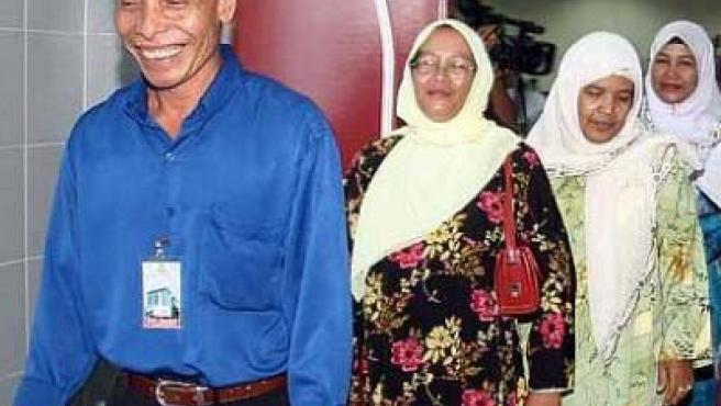 Mohamed Nor Awang y sus actuales esposas (The Star Online).