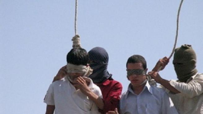 Dos homosexuales son 'ajusticiados' en Irán acusados de practicar relaciones sexuales entre personas de su mismo sexo. (ARCHIVO)