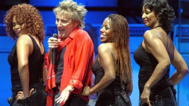 Rod Stewart durante un concierto.