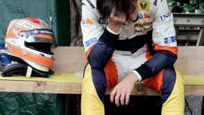 Nelsinho Piquet, abatido tras abandonar en Mónaco (EFE)