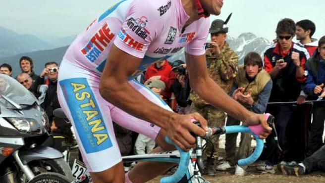 Alberto Contador (Astaná), con la maglia rosa de líder del Giro de Italia 2008.