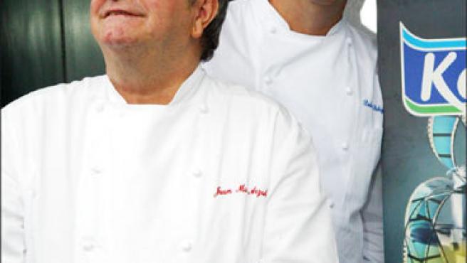 """El chef Juan Mari Arzak (a la izquierda) y Pedro Subijana, durante la presentación de """"Cocinas de cine"""" (Foto: KORPA)."""