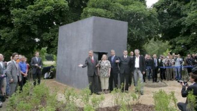 Inauguración del memorial a los homosexuales asesinados durante el Tercer Reich. (EFE)