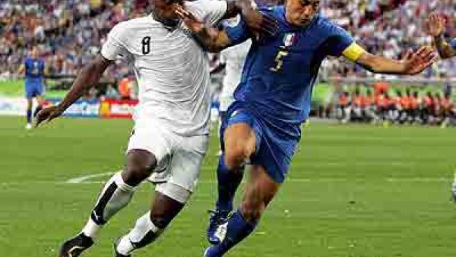 Fabio Cannavaro fue proclamado mejor jugador del mundo tras el Mundial.