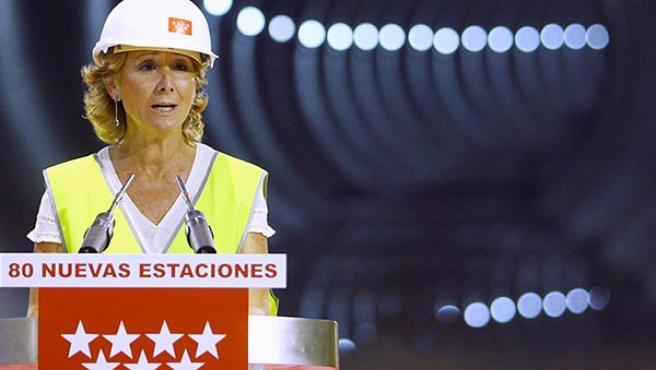 Esperanza Aguirre luce casco de obra en un cartel electoral del PP