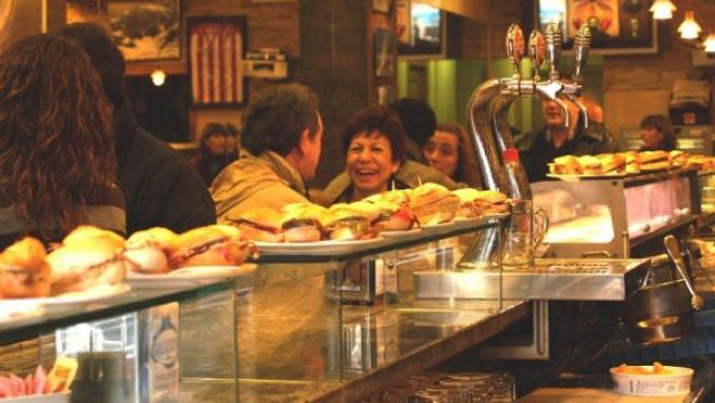 Los pinchos son uno de los grandes atractivos de los bares y restaurantes de Esukadi.