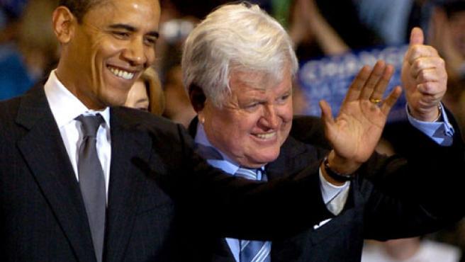Barack Obama y Edward Kennedy. (FOTO: REUTERS)