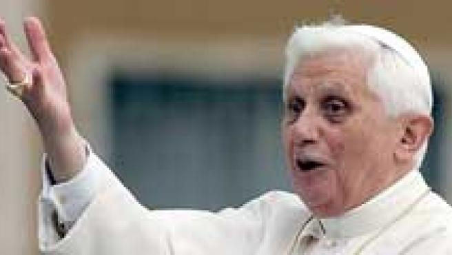 Una imagen del Papa junto a personas que no están de acuerdo con la visita del Pontífice a EE UU.